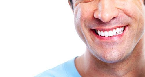 صور - كيفية تبييض الاسنان في المنزل