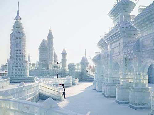 النحت على الجليد والثلج في مهرجان( هاريين )بالصين 395-1-or-1423045000
