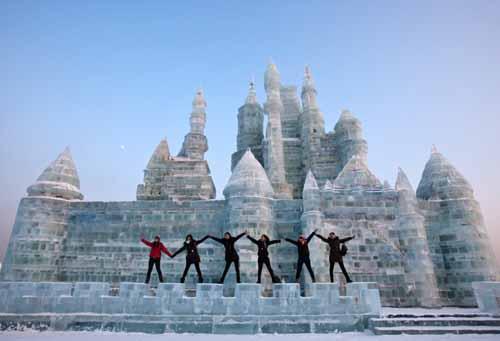 النحت على الجليد والثلج في مهرجان( هاريين )بالصين 395-2-or-1423045001
