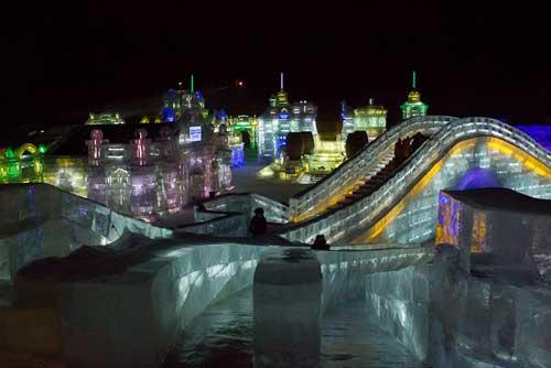 النحت على الجليد والثلج في مهرجان( هاريين )بالصين 395-3-or-1423045002