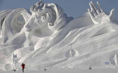 صور - مهرجان النحت على الجليد في هاربين الصينية