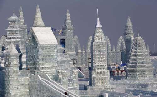 النحت على الجليد والثلج في مهرجان( هاريين )بالصين 395-7-or-1423045006