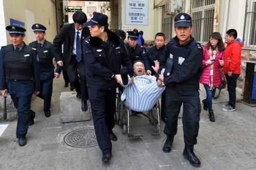 صور - رجل سليم صحيا يرفض الخروج من المستشفي لمدة 3 سنوات