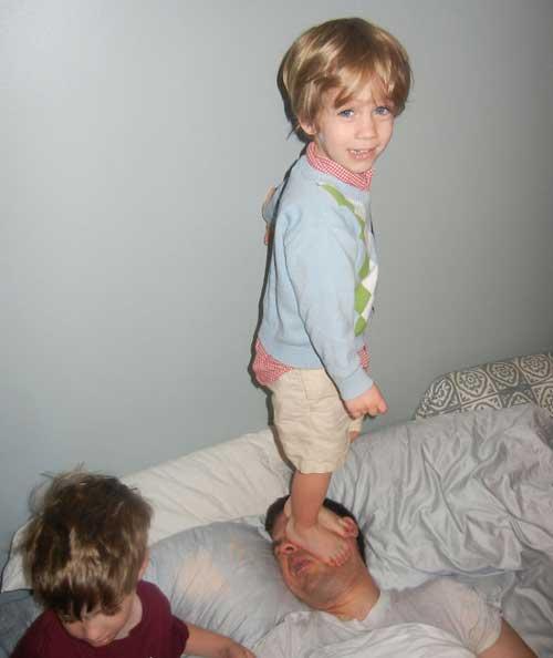 da41b52bb مواقف مضحكة للاطفال مع اباءهم بالصور - ماجيك بوكس