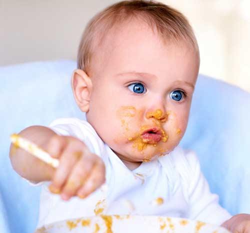 صور - تغذية الطفل الرضيع من بداية الشهر الثامن وحتي عمر سنة