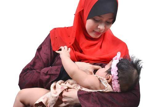 صور - نصائح حول الرضاعة الطبيعية اول ستة اسابيع