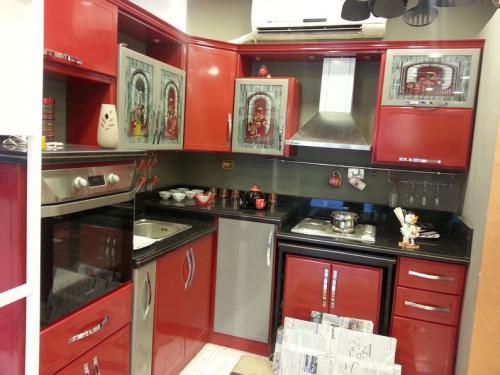 دواليب مطبخ خشب ام الوميتال ايهم يناسب مطبخك ماجيك بوكس