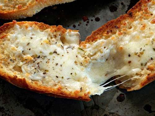 صور - طريقة عمل خبز بالجبن المشكل