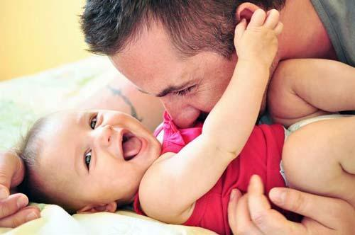 صور - ما هى مراحل تطور الطفل خلال عامه الاول ؟