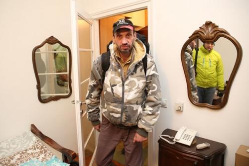 صور - عجائب العالم -  انسان الغاب العصري مجرد طبيب اسنان صربي
