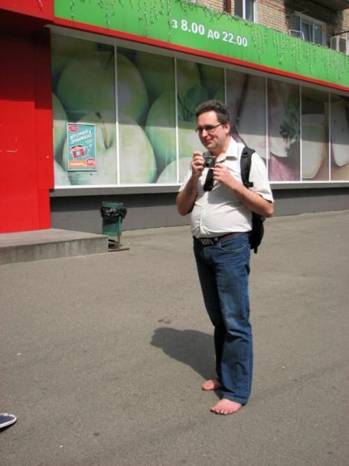 صور - طرائف من العالم - رجل اوكرانى يمشى حافي القدمين لمدة عشر سنوات