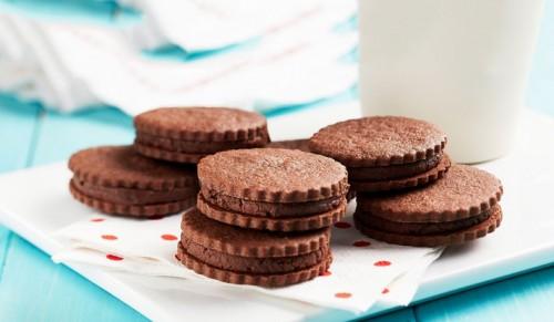 صور - طريقة عمل بسكويت بالشوكولاته