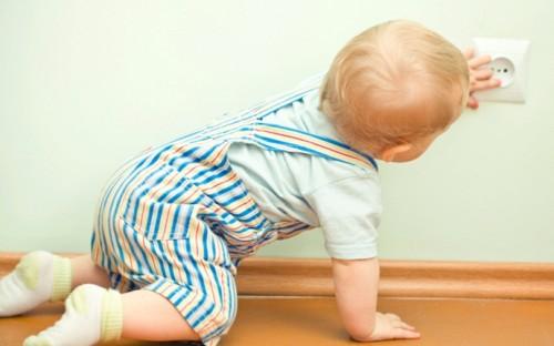 صور - كيف تحمي طفلك من مخاطر الكهرباء ؟