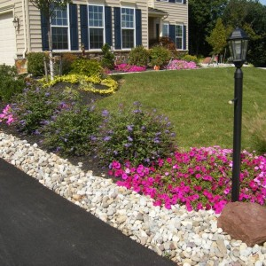 طرق مذهلة لاستخدام الحصى الابيض فى تنسيق الحدائق المنزلية