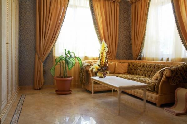 ستائر غرفة المعيشة الكلاسيكية