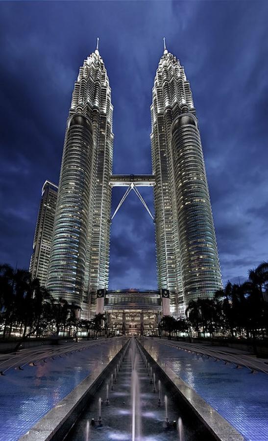 أبراج بتروناس في ماليزيا من اطول ابراج العالم