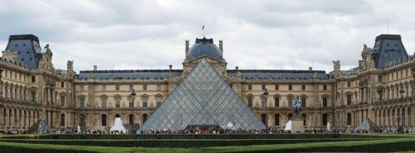 متحف اللوفر من اهم المعالم السياحية في باريس
