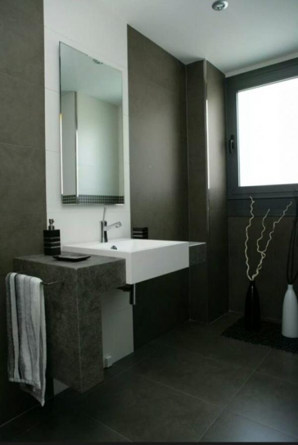 استخدام الالوان الداكنة بالحمامات فى تصاميم منازل 2018