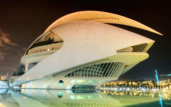 قصر فنون الملكة صوفيا من عجائب العالم الحديثة