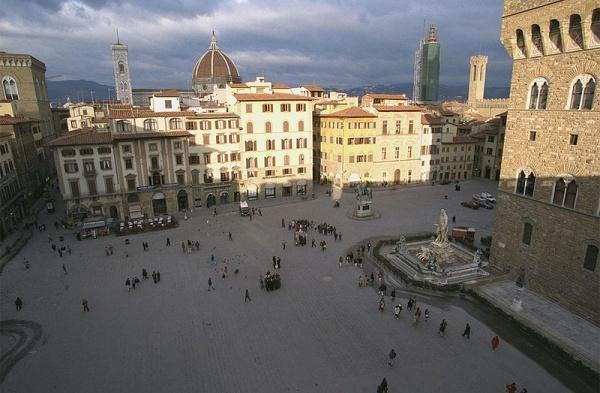 ساحة ديلا سينوريا من افضل الاماكن في فلورنسا