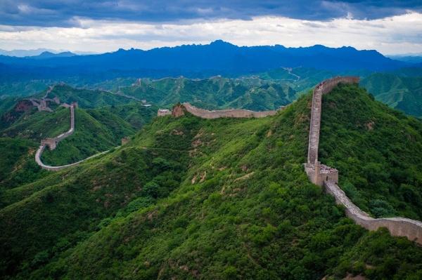 سور الصين العظيم من اشهر مواقع التراث الثقافي العالمي