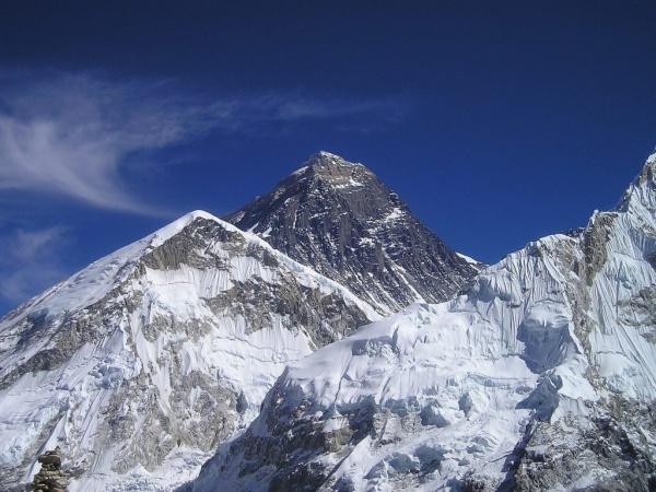 جبل ايفرست من اكبر الاشياء في العالم
